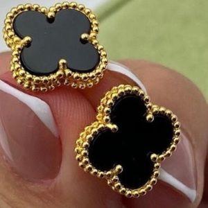 18 K Gold Four-Leaf Clover Onyx Earrings